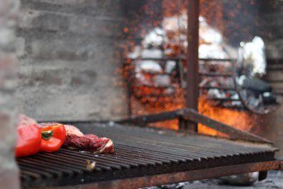 Risotto på getost med grillad fläskfilé, sparris och örtolja